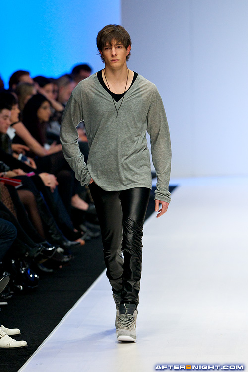 Next image from LG Toronto Fashion Week, Fall/Winter 2009-2010: Travis Taddeo Fashion Show
