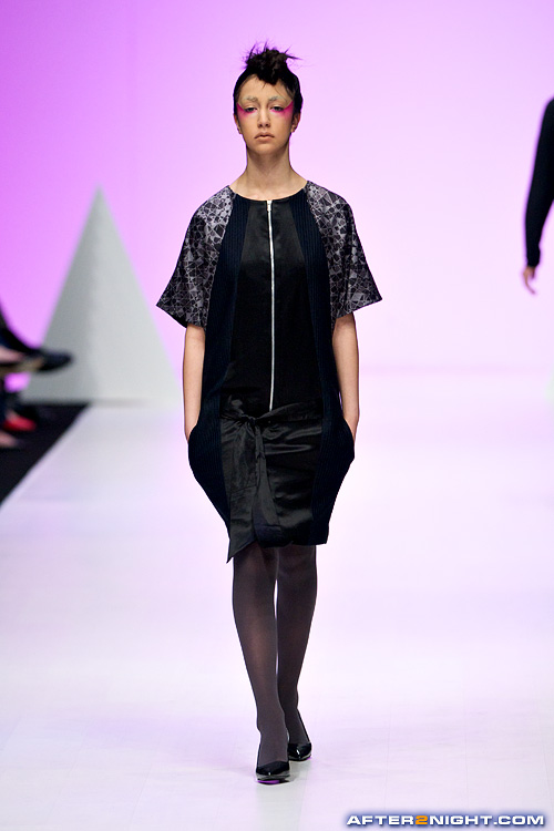 Next image from LG Toronto Fashion Week, Fall/Winter 2009-2010: Zoran Dobric Fashion Show