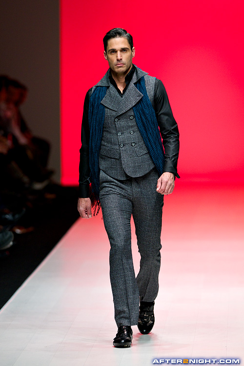 Next image from LG Toronto Fashion Week, Fall/Winter 2009-2010: Carlton Brown Fashion Show