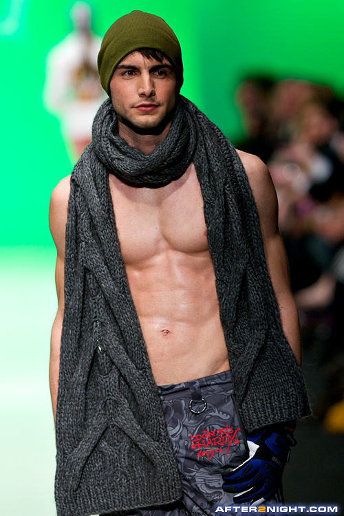 Next image from LG Toronto Fashion Week, Fall/Winter 2009-2010: Ed Hardy     Swim and Snow Fashion Show