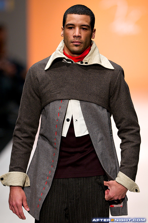 Next image from LG Toronto Fashion Week, Fall/Winter 2009-2010: Ryerson School of Fashion Fashion Show