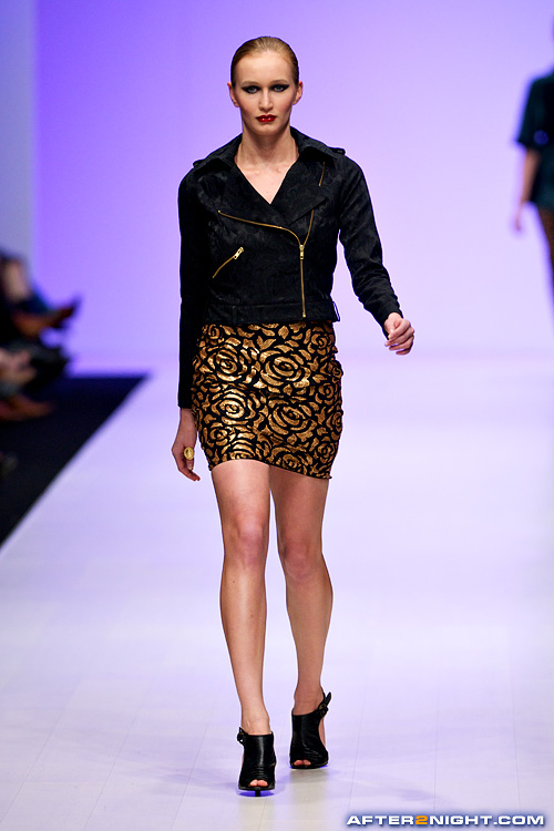 Next image from LG Toronto Fashion Week, Fall/Winter 2009-2010: Carlie Wong Fashion Show