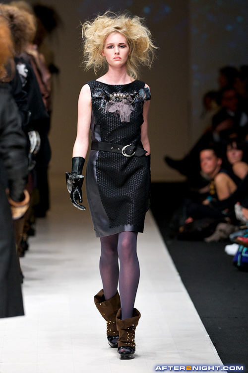 Next image from LG Toronto Fashion Week, Fall/Winter 2009-2010: Lucian     Matis Fashion Show