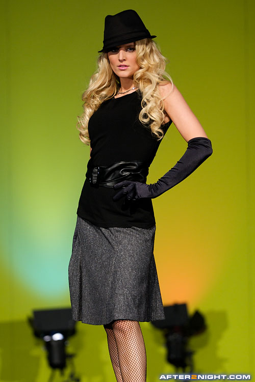 Next image from National Women's Show 2009: The Fashion Cartelle Show